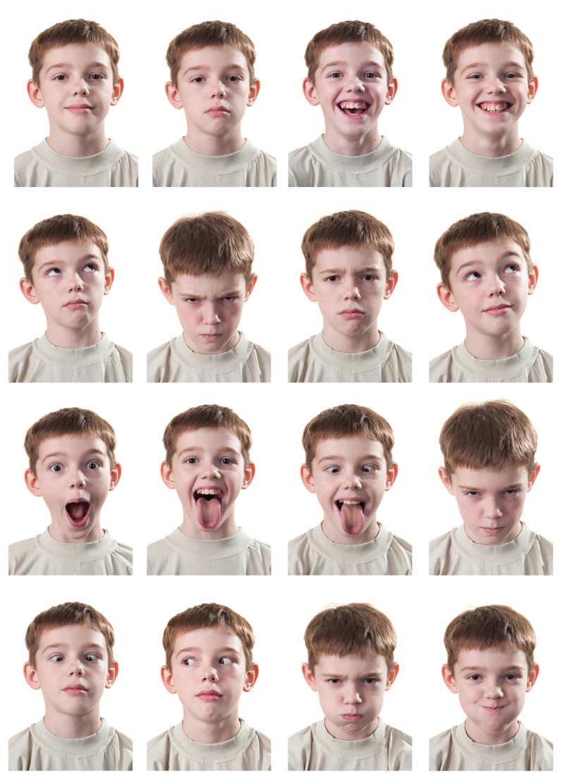 充滿情緒表情變化的小男孩